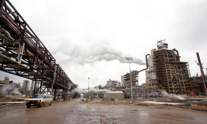 Oil sands factory Syncrude's oil sands operation